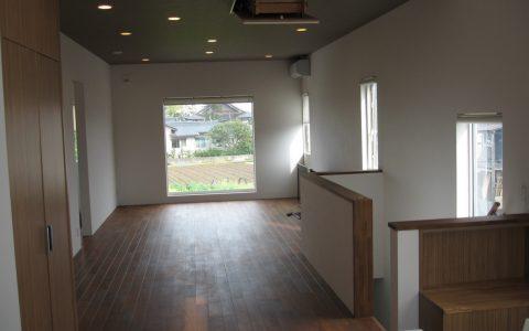 K様邸新築工事:内部リビング 額縁の様な大きな窓